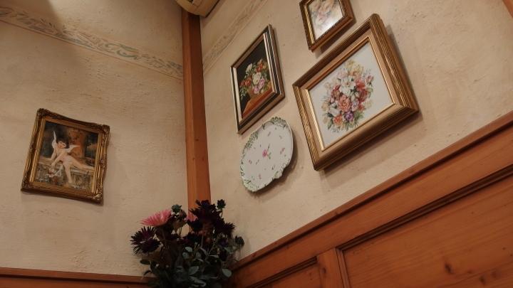 ハンス・ホールベック店内02.JPG
